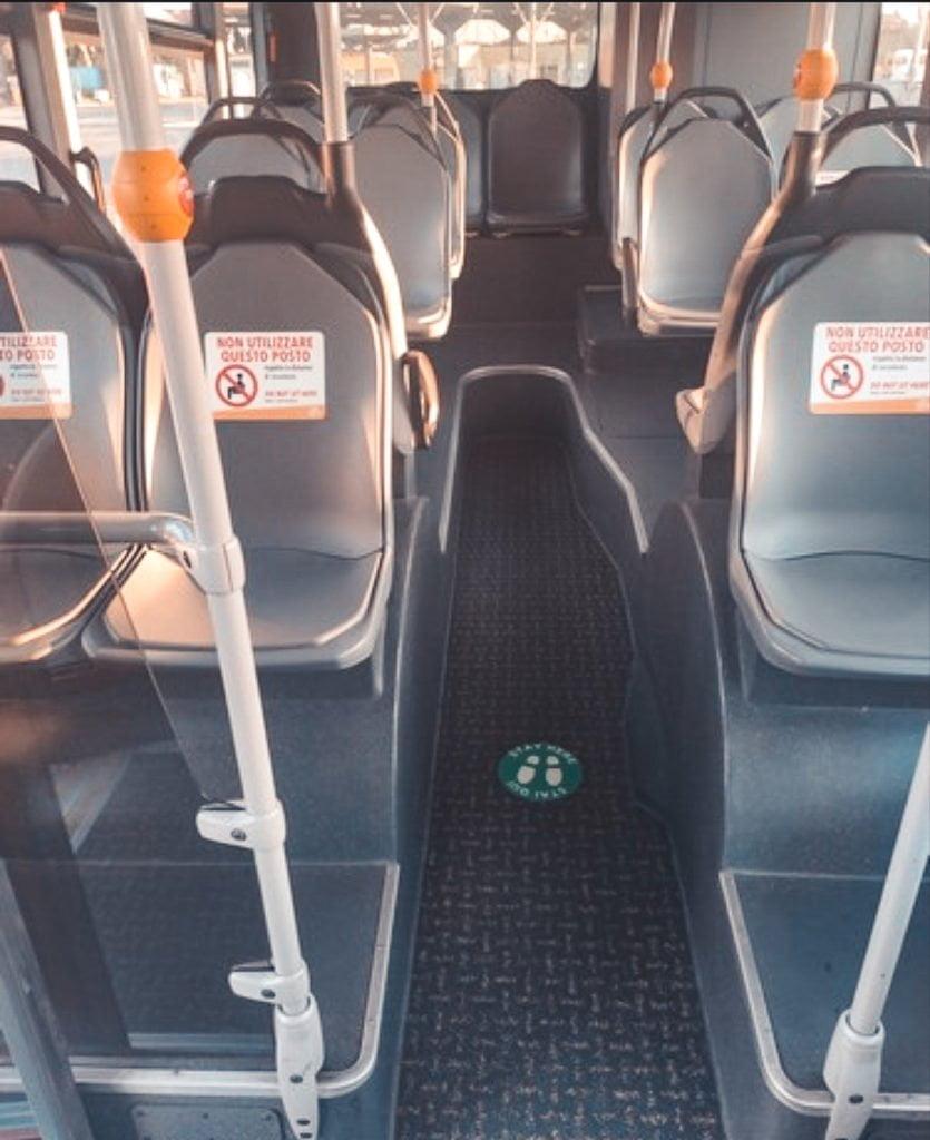 interno di un autobus durante la fase 2
