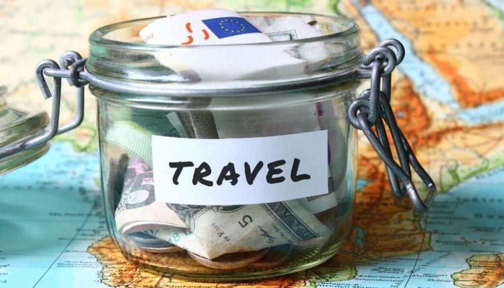 risparmiare per viaggiare consigli