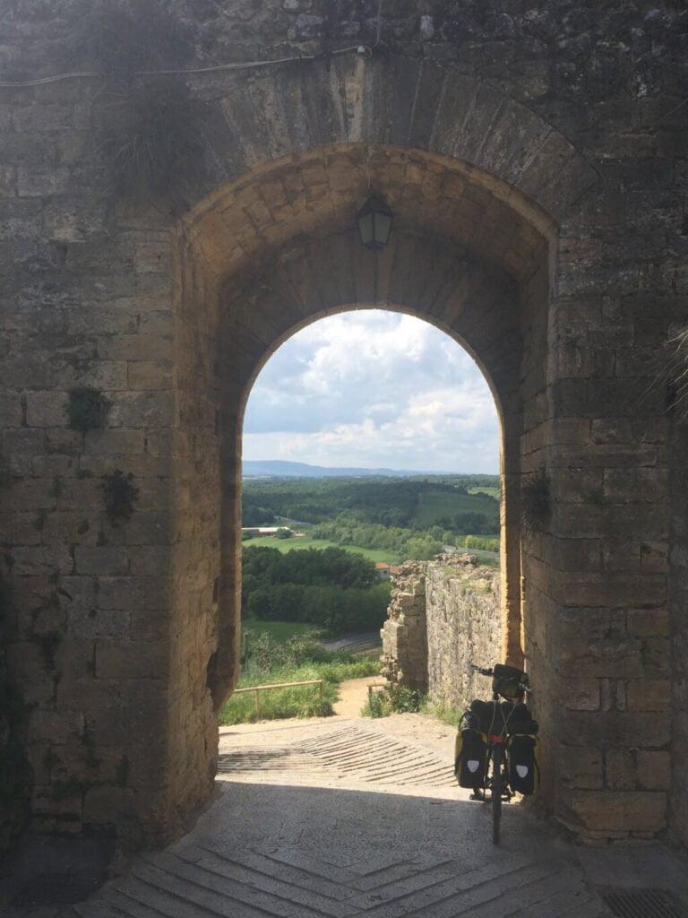 viaggio in bicicletta in solitaria da Padova a Roma, tappa Monteriggioni