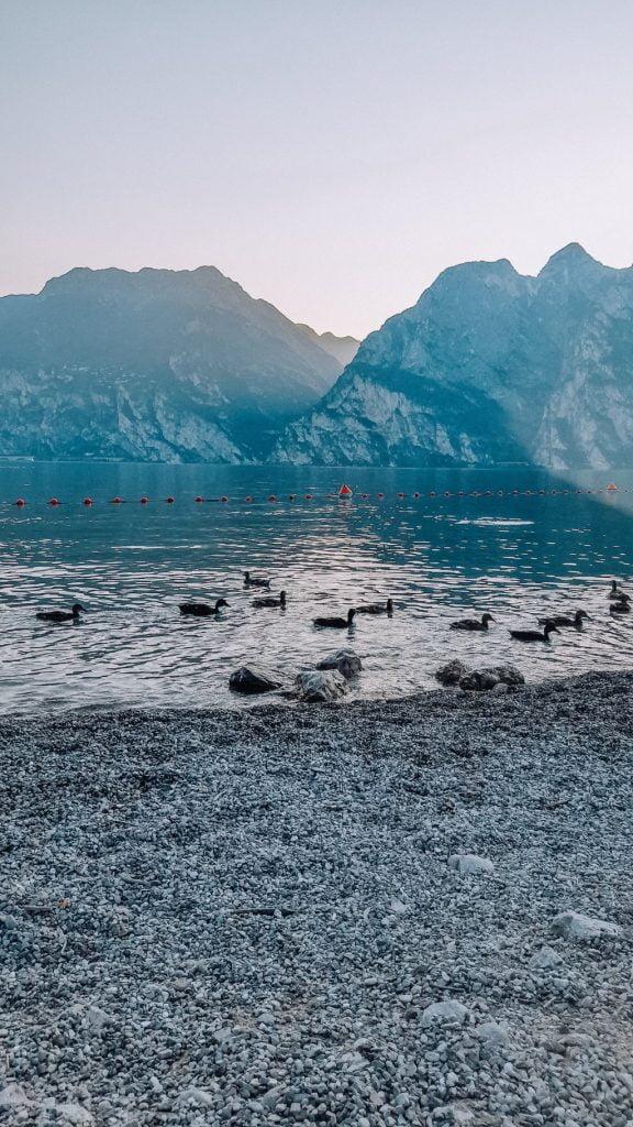 Cosa fare a Torbole, guardare il tramonto sul lago